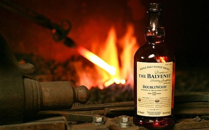 The-Balvenie-whisk_2201558b
